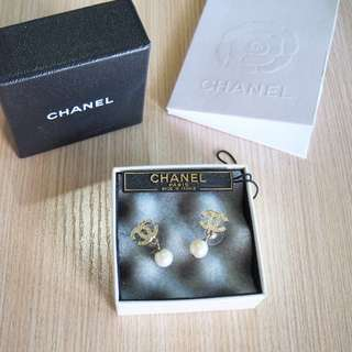 Chanel Authentic Pearl Earrings CC gold anting original