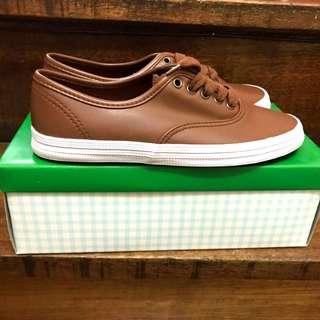 Brown kicks