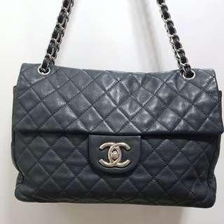 Preloved authentic Chanel Soft Caviar Maxi bag