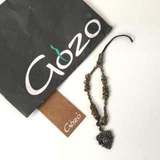 🚚 Gozo 徽章 手機吊飾 包包吊飾 非全新 狀況良好
