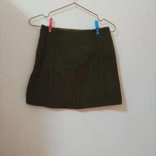 🚚 麂皮軍綠色短裙