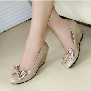 Sepatu Wanita Wedges Pantofel Polkadot Mocca Glossy