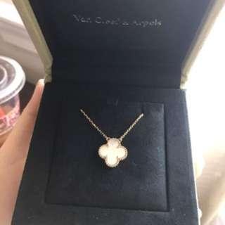 Van Cleef & Arpels necklace mother of pearl