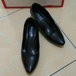 Sepatu block heels hitam