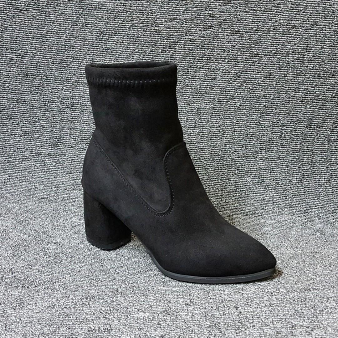 摩登少女質感絨布尖頭方跟襪靴-短靴(黑)