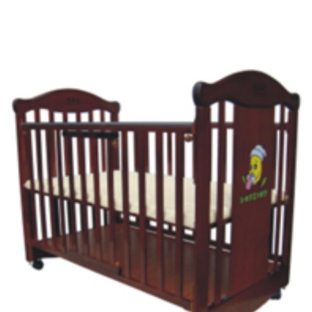植英房嬰兒床加置物層