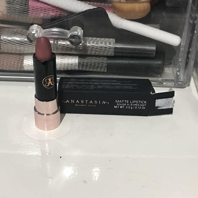 Anastasia beverly hills matte lipstick in Buff