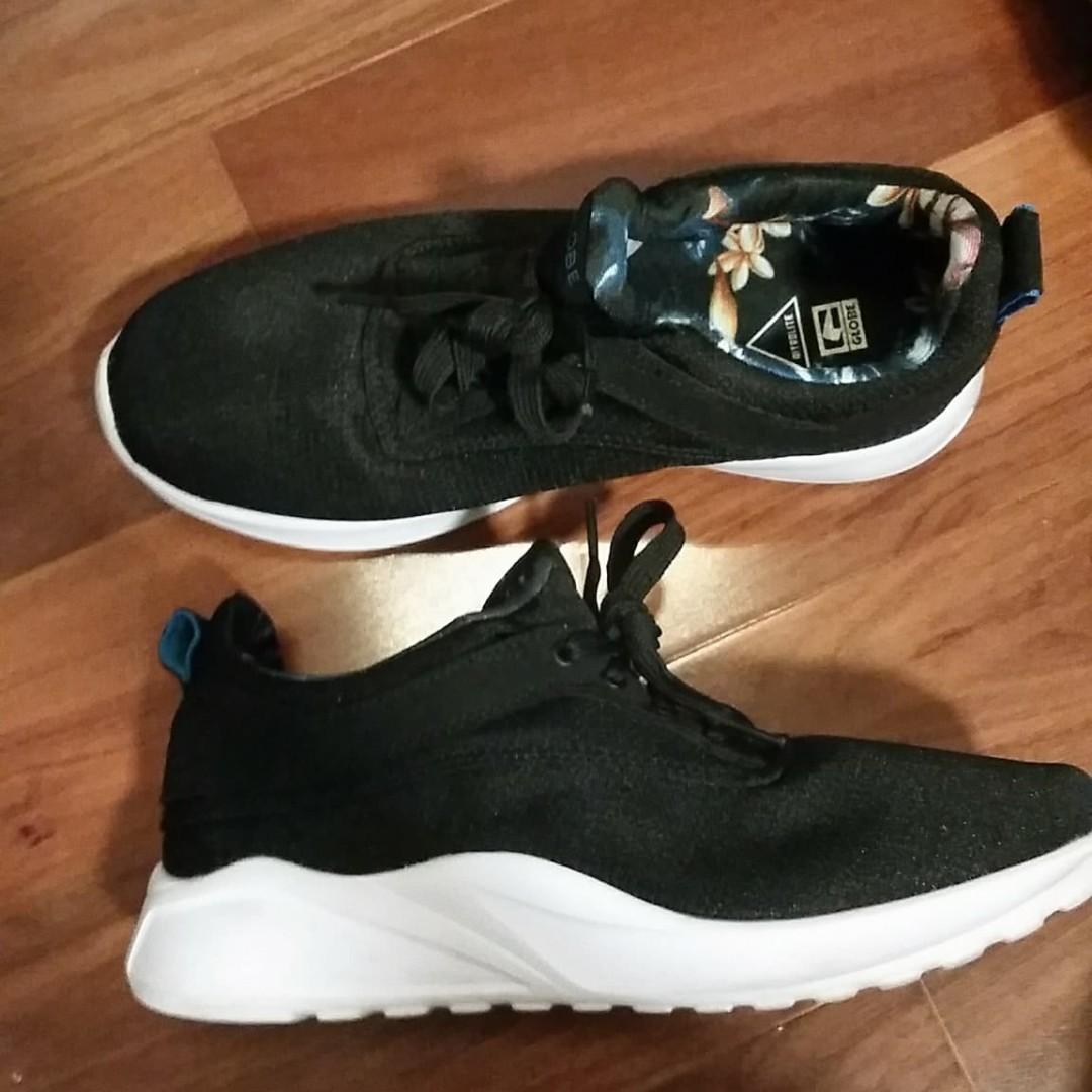 GLOBE Roam Lite Sneakers