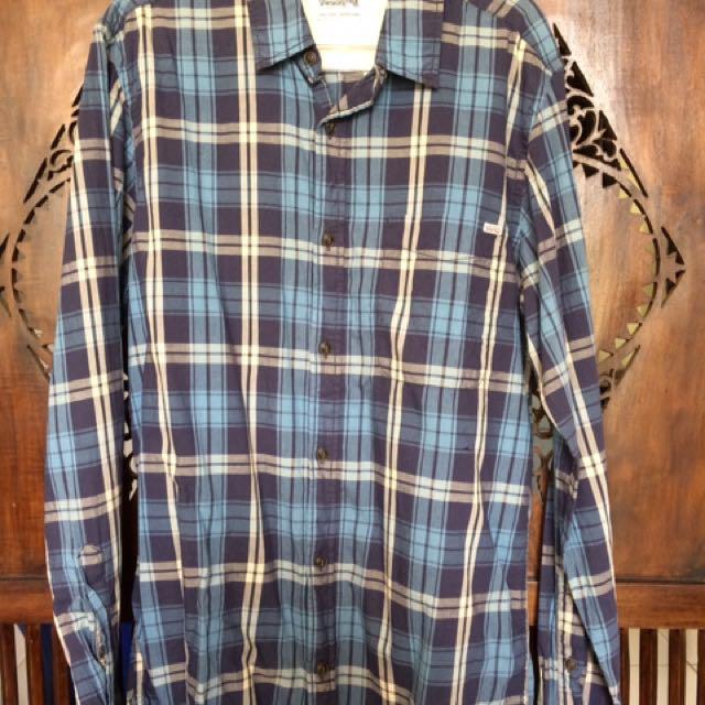 Kemeja kotak/Plaid shirt