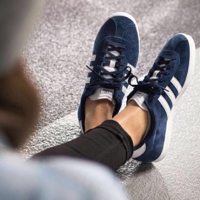 pending at  60)  62 authentic adidas gazelle og in navy 6b0a482727d5
