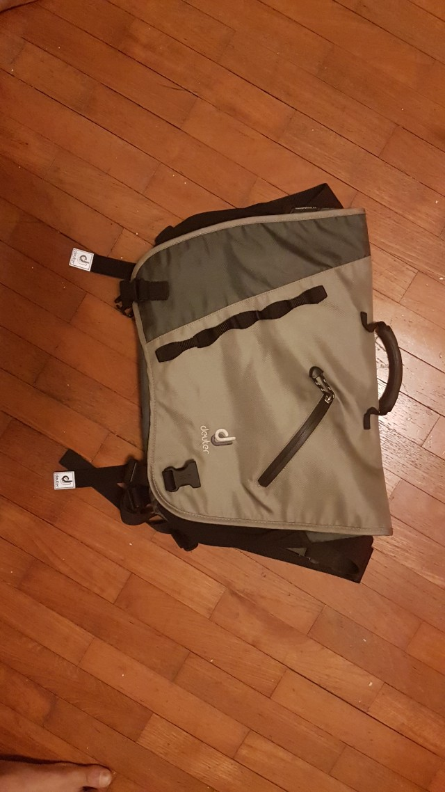 Simple laptop bag