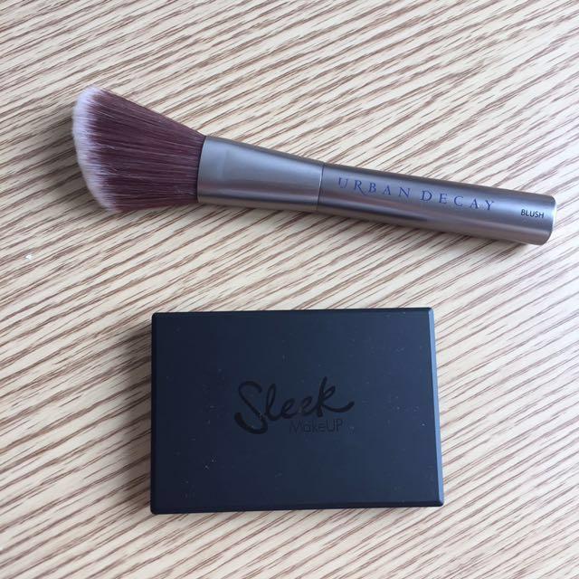 Sleek Make Up Face Contour Kit + Urban Decay Blush Brush