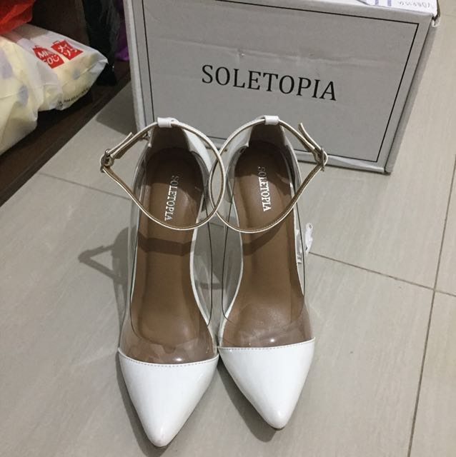 Soletopia pointed white heels
