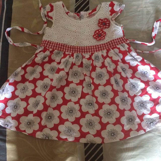Terusan bunga merah putih