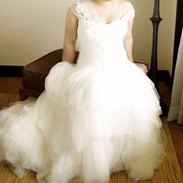 Veluz Custom-Made Wedding Gown, Women\'s Fashion, Clothes on Carousell