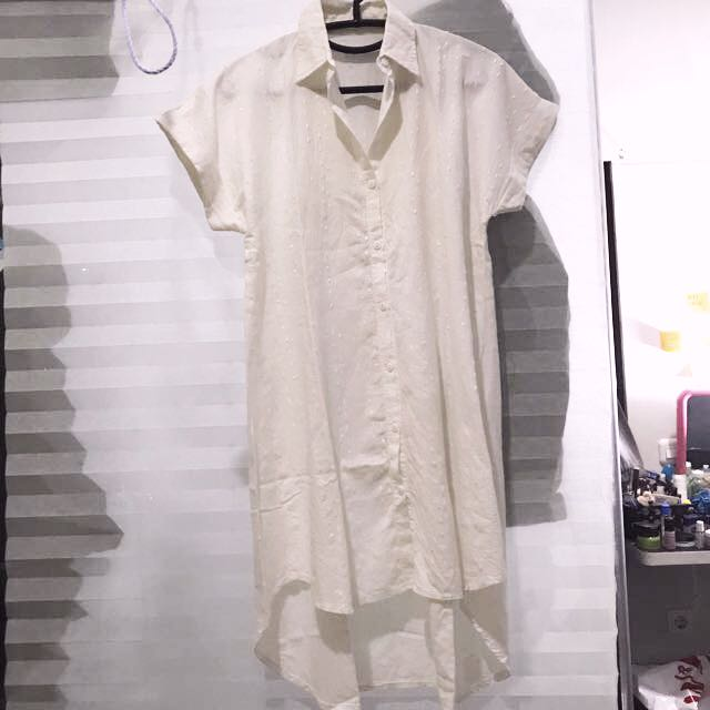White long t-shirt with bordir accents