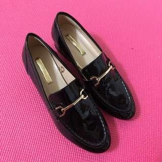 韓國 尖頭亮皮皮鞋