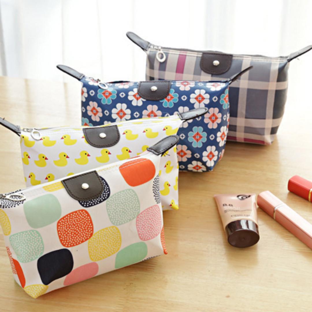 015 (Motif ) Pouch Tas Kosmetik Bag Make Up Body Lotion