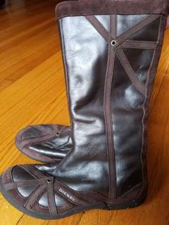 Authentic Diesel suede and leather boots. Size 7. Practically New. Retails for $249 new. Pick up Beaches or Yorkville or St.Andrews TTC STATION. Message with preferred time and location.