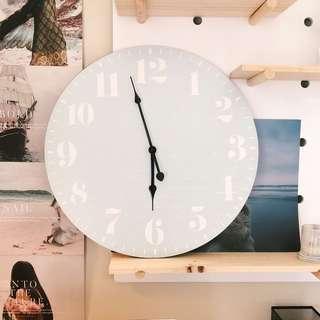 Circle clock - light blue