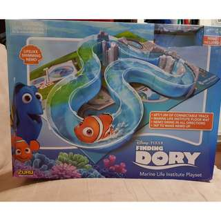 Used once Finding Dory Playset with a Nemo Robofish
