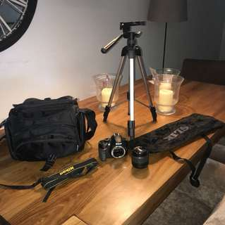 Nikon 3200 with SLIK F143 tripod (NO CHARGER)
