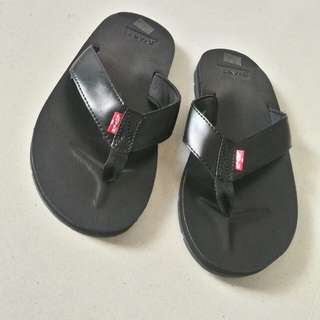 Levi's slippers size 9 (42 European)