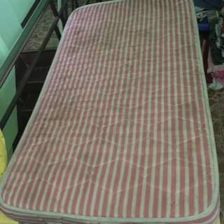 crib mattress with bed sheet