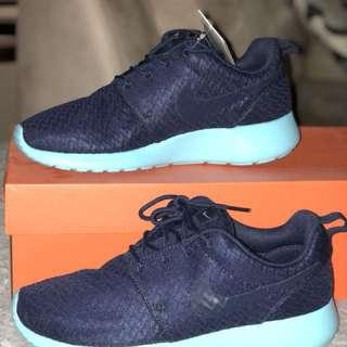 Nike Roshes (rare colour)