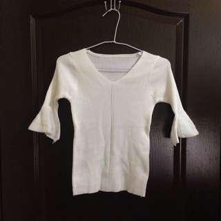 🚚 白色喇叭袖針織上衣