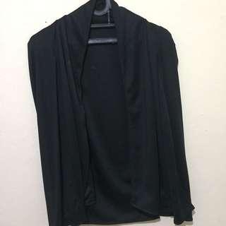 Cape blazer hitam