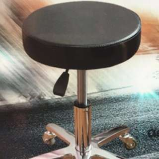 Adjustable stool w/rollers