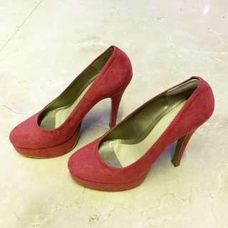 Sepatu fushia