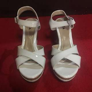 Zanea White Wedge