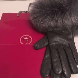 Authentic Holt Renfrew 100% Cashmere gloves size s-m