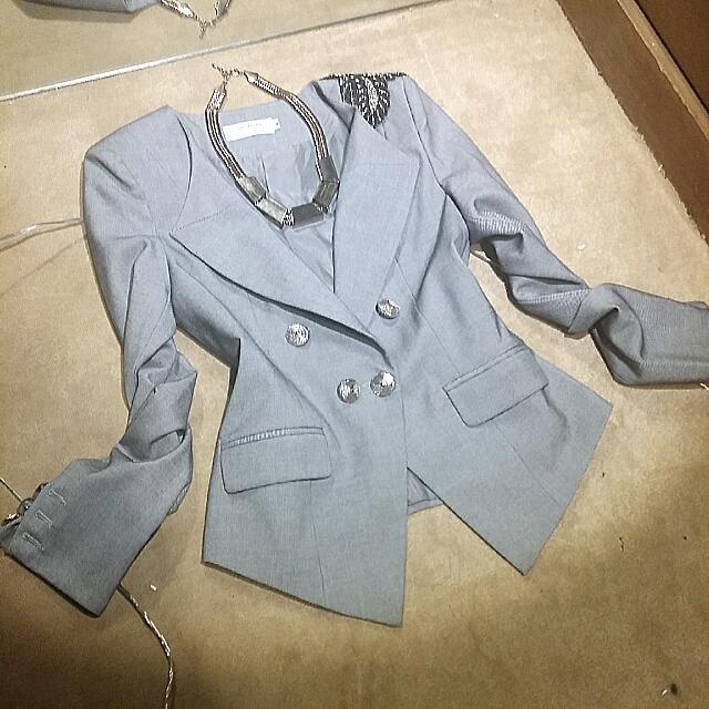 95成新 灰色 左肩珠珠裝飾 外套