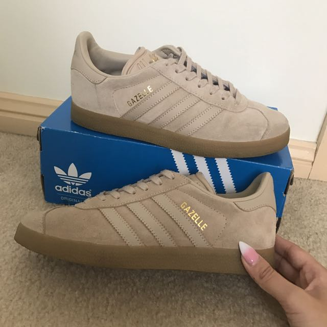 Adidas Gazelles in clay brown