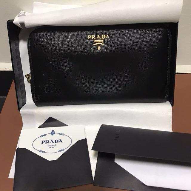 bbdb3303da6c09 💯Authentic Black Prada Saffiano Metal zipped around wallet, Women's ...