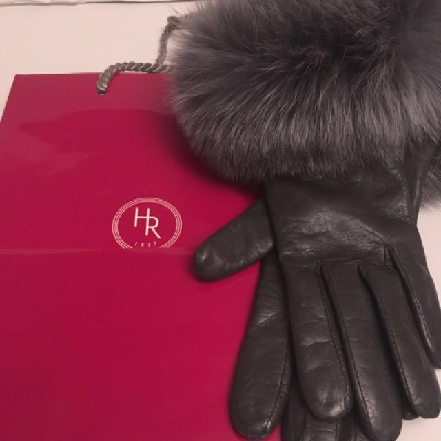 Authentic Holt Renfrew 100% Cashmere gloves size s-m