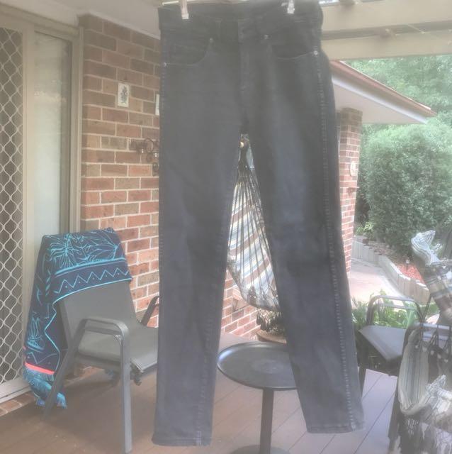 Black stretchy skinny jeans