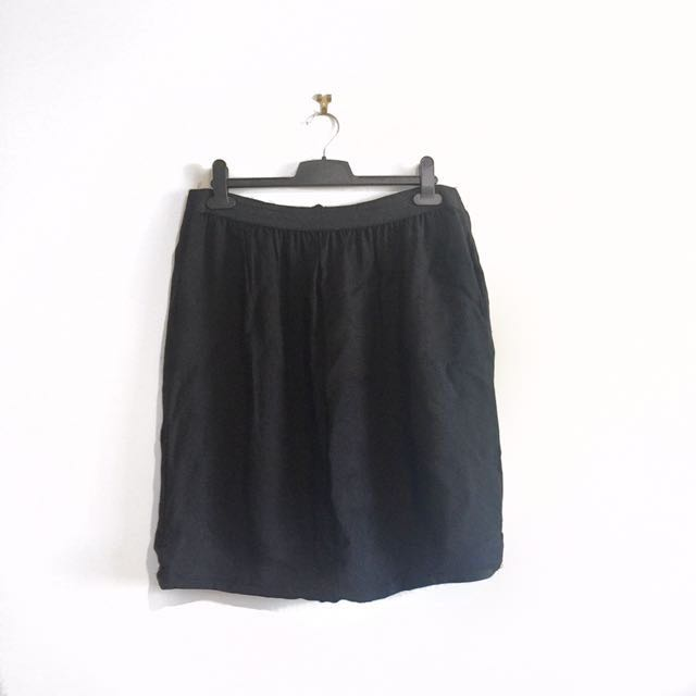 Country Road Black Bubble Pleated Skirt