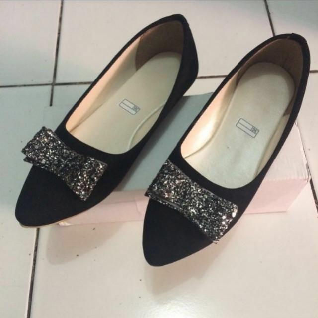 Flatshoes Pita Hitam