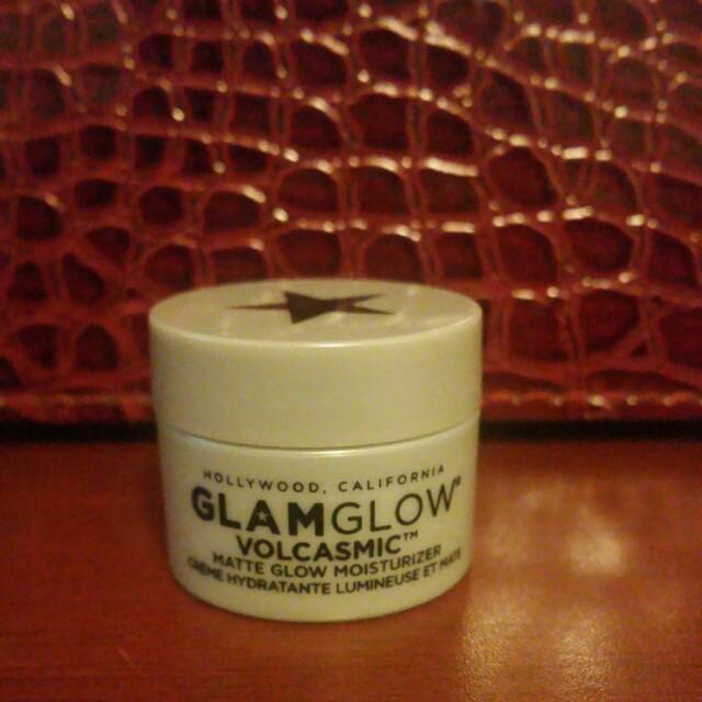 Glam glow volcasmic matte moisturizer