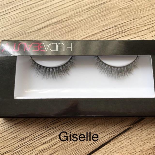Huda Beauty Lashes: Giselle