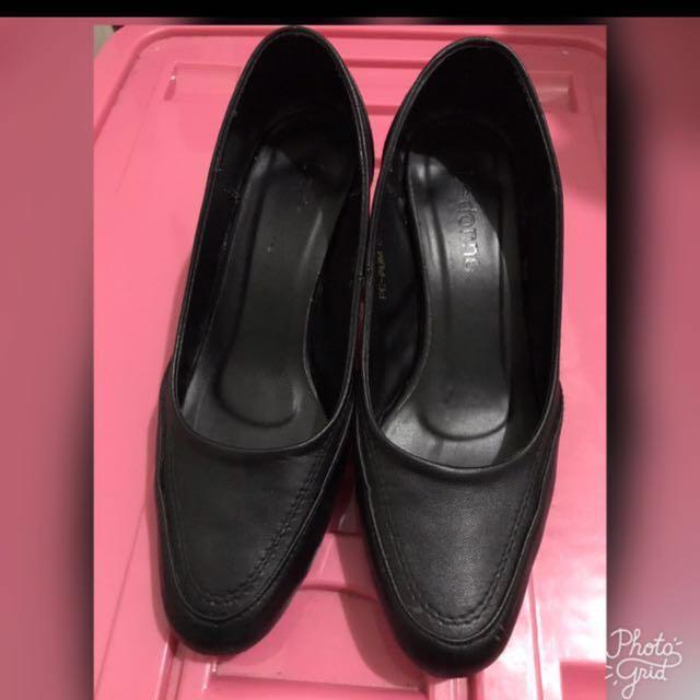 Le donne Heels Shoes- Size 6