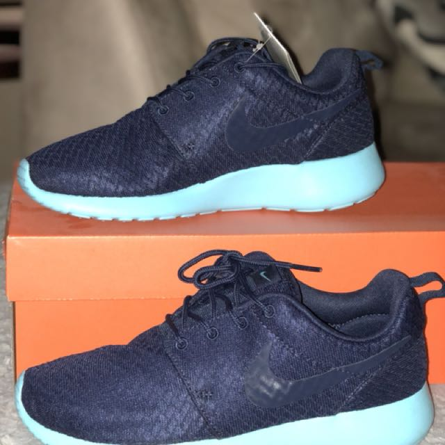 Nike Roshes (rare colour)