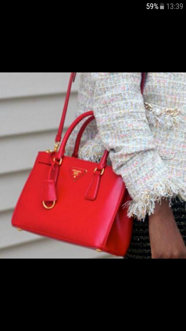 a4ae3c6e18e6 Prada Bag Saffiano Lux Tote Small in Red