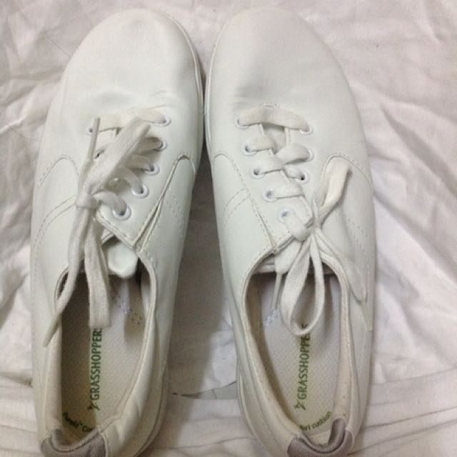 📌REPRICED📌Grasshoppers white shoes