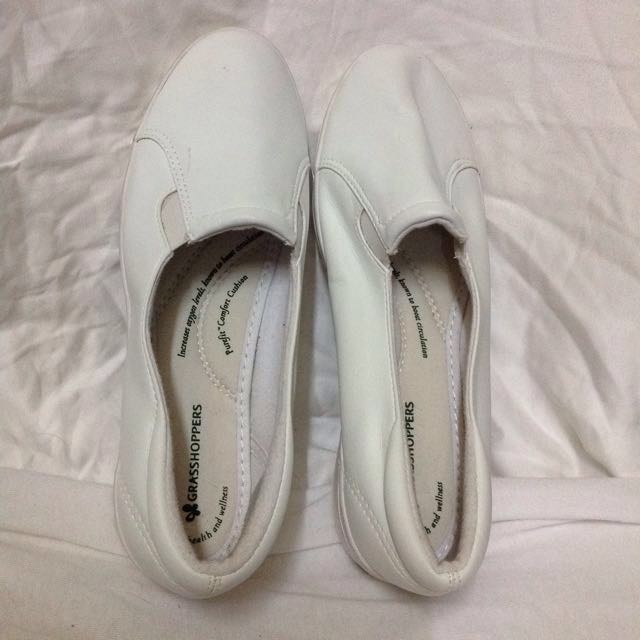 📌REPRICED📌Grasshoppers white shoes..