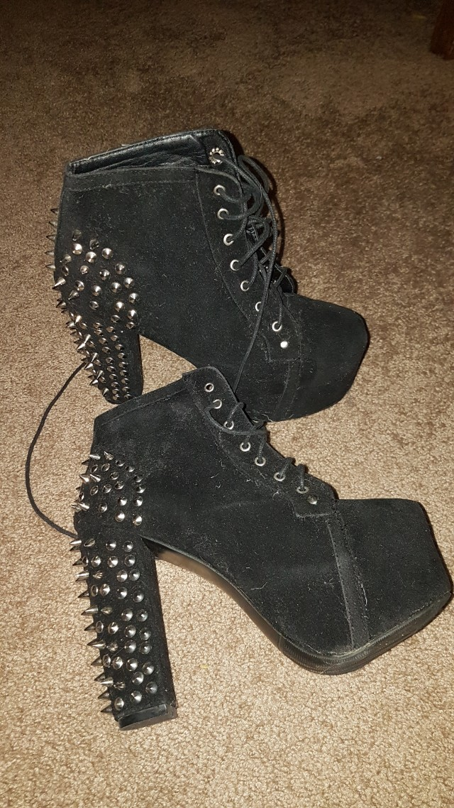 Shoes. Great condition. Just need a wipe down. Size 30/6
